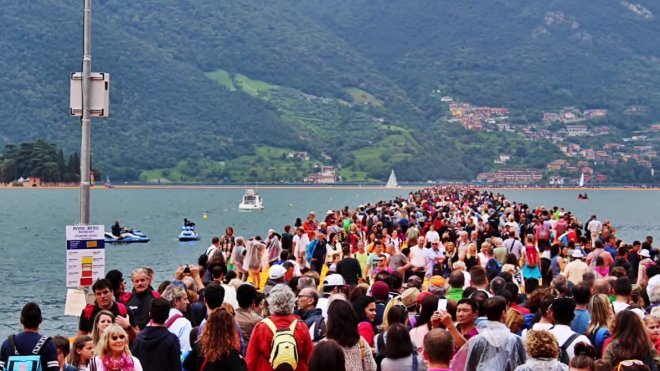 floating piers crowd
