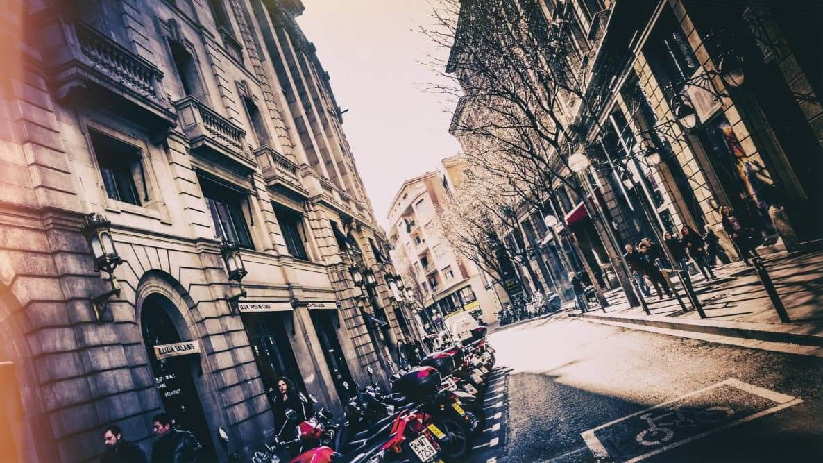 Walking in the Streets of Barcelona with Detour