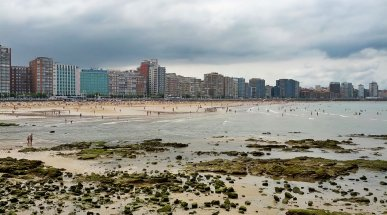 Playa de San Lorenzo, Gijón, Spain