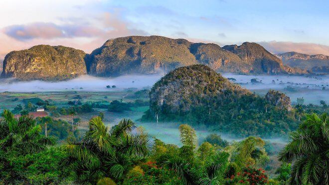 Caribbean Hiking / Hiking in Cuba - Viñales Valley