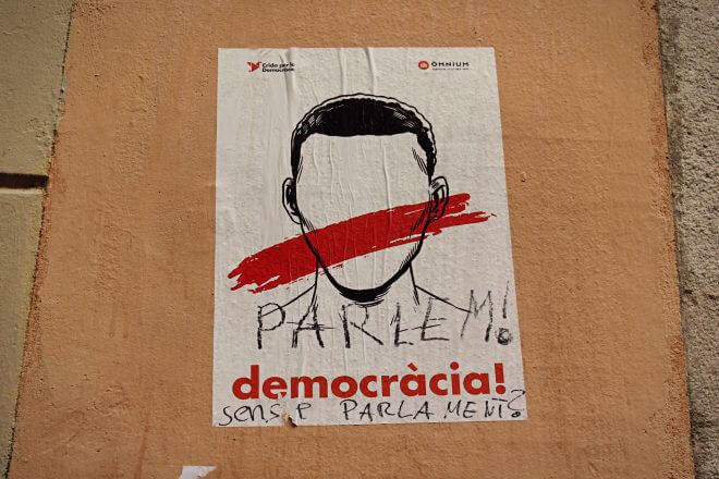 Catalan Independence in Barcelona - Let's Talk! Democracy Without Parliament?