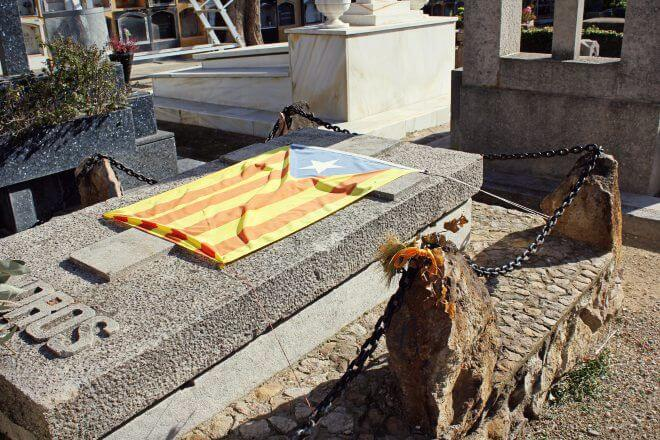 Catalan Independence in Barcelona - From the Grave: Independence is Forever