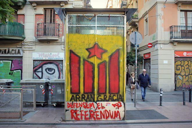 Catalan Independence in Barcelona - We Defend the Referendum