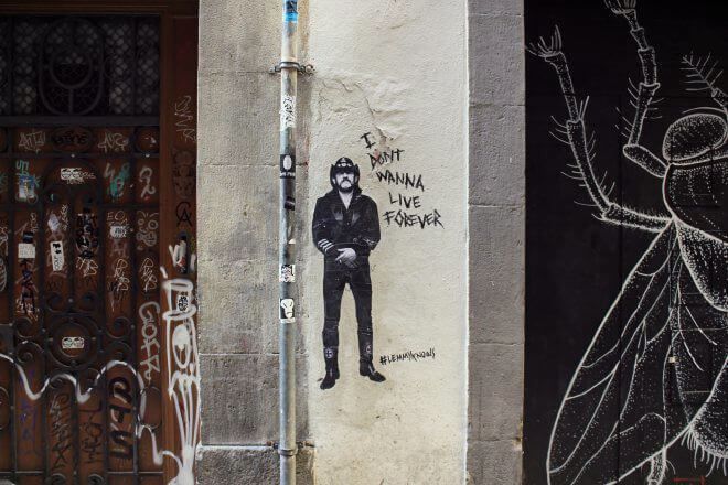 Street Art in Barcelona: I Don't Wanna Live Forever
